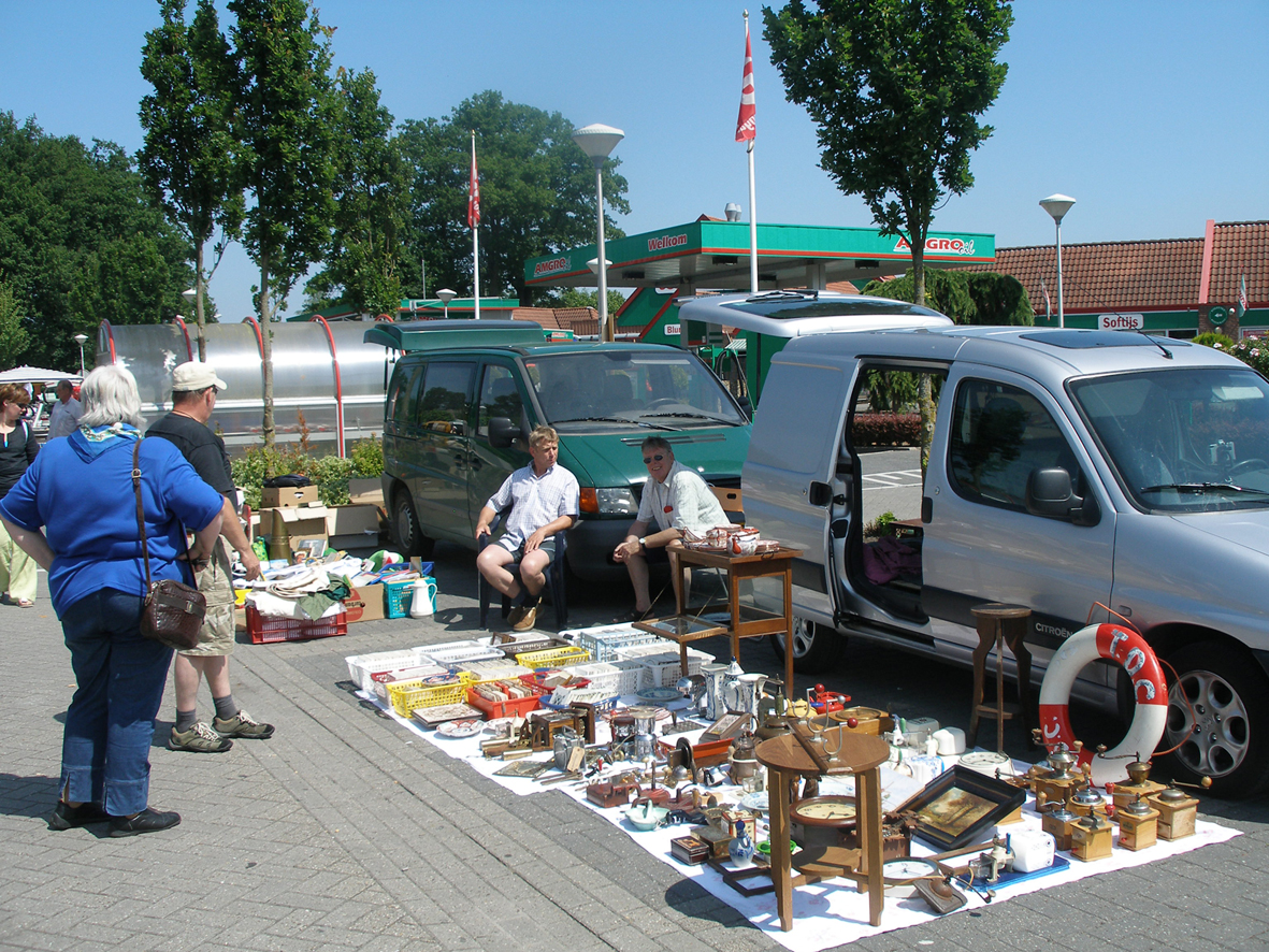 Kofferbakmarkt - Car Boot Sale Buurse in Buurse, Overijssel