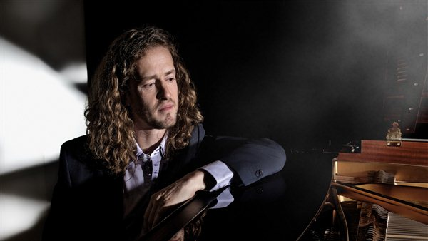 Zomertour Zanger-Pianist Roon Staal